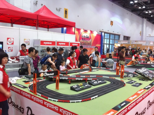 Kyosho Dslot43 на выставке Kids Fun Expo 2011 в Пекине